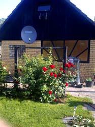 gartenhaus laube 2 etagen mit terrasse und kamin. Black Bedroom Furniture Sets. Home Design Ideas